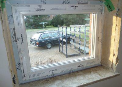 3-fach verglaste Kunststofffenster mit Wind-/Quellband